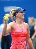 Ο πρωτοπόρος Angelique Kerber του Grand Slam της Γερμανίας γιορτάζει τη νίκη αφότου ανοίγει η αντιστοιχία προημιτελικού της στις  Στοκ Φωτογραφία