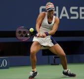 Ο πρωτοπόρος Angelique Kerber του Grand Slam της Γερμανίας στη δράση κατά τη διάρκεια της πρώτης στρογγυλής αντιστοιχίας της στις Στοκ Εικόνες