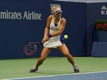 Ο πρωτοπόρος Angelique Kerber του Grand Slam της Γερμανίας στη δράση κατά τη διάρκεια της πρώτης στρογγυλής αντιστοιχίας της στις Στοκ εικόνες με δικαίωμα ελεύθερης χρήσης