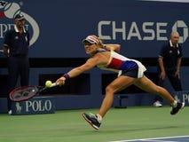 Ο πρωτοπόρος Angelique Kerber του Grand Slam της Γερμανίας στη δράση κατά τη διάρκεια της πρώτης στρογγυλής αντιστοιχίας της στις Στοκ εικόνα με δικαίωμα ελεύθερης χρήσης