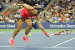 Ο πρωτοπόρος Angelique Kerber του Grand Slam της Γερμανίας στη δράση κατά τη διάρκεια της γύρω από την αντιστοιχία τέσσερα στις Η Στοκ Εικόνα