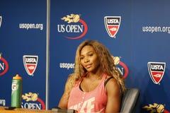 Ο πρωτοπόρος Serena Ουίλιαμς του Grand Slam κατά τη διάρκεια των ΗΠΑ ανοίγει τη συνέντευξη τύπου του 2014 στο εθνικό κέντρο αντισ Στοκ Εικόνα