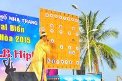 Ο πρόεδρος οι πολεμικές τέχνες του ανθρώπινου σκακιού σε ένα φεστιβάλ στην παραλία της πόλης Nha Trang Στοκ εικόνες με δικαίωμα ελεύθερης χρήσης