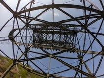 Ο πυλώνας cableway που συνδέει τις πόλεις Albino και Selvino στοκ εικόνα