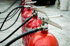 Ο πυροσβεστήρας χρησιμοποιούμενος Στοκ Φωτογραφίες