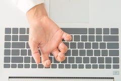 Ο πόνος των δάχτυλων από την εργασία στοκ εικόνες