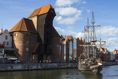 Ο πύλη-γερανός είναι μια ιστορική πύλη πόλεων με έναν ανυψωτικό μηχανισμό στο Γντανσκ Πολωνία Στοκ Εικόνες
