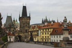 Ο πύργος γεφυρών Malà ¡ Strana στη γέφυρα του Charles στην Πράγα cesky τσεχική πόλης όψη δημοκρατιών krumlov μεσαιωνική παλαιά Στοκ φωτογραφία με δικαίωμα ελεύθερης χρήσης