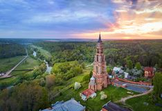 Ο πύργος κουδουνιών στη Ivanova Gora στο χωριό Glubokovo, Ρωσία Στοκ Φωτογραφίες