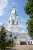 Ο πύργος κουδουνιών της παλαιάς εκκλησίας Annunciation στο μοναστήρι Nikitsky Nikitskaya Sloboda, Ρωσία Στοκ Εικόνες