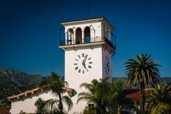 Ο πύργος ρολογιών στο δικαστήριο κομητειών Santa Barbara, σε Santa Στοκ Φωτογραφίες