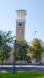 Ο πύργος ρολογιών στο τετράγωνο Στοκ Φωτογραφίες