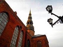 Ο πύργος της εκκλησίας του ST Peter ` s στην παλαιά Ρήγα Στοκ εικόνες με δικαίωμα ελεύθερης χρήσης