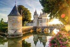 Ο πύργος της κηλίδα-sur-Loire στο φως του ήλιου με τη φλόγα φακών, στοκ εικόνα