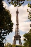 Ο πύργος του Άιφελ: ένα διάσημο γλυπτό σιδήρου, σύμβολο του Παρισιού Στοκ φωτογραφία με δικαίωμα ελεύθερης χρήσης