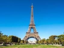 Ο πύργος του Άιφελ είναι ορόσημο στο Παρίσι Στοκ Εικόνες