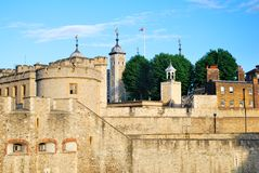 Ο πύργος του φρουρίου του Λονδίνου στο φως βραδιού Στοκ Εικόνα