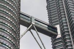 Ο πύργος Petronas στη Κουάλα Λουμπούρ Στοκ Φωτογραφίες