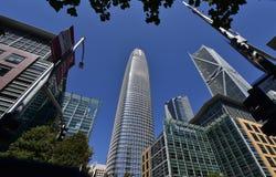 Ο πύργος Salesforce που αυξάνεται προ πάντων το υπόλοιπο, 1 στοκ εικόνα