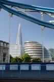 Ο πύργος Shard και Δημαρχείο στο Λονδίνο Στοκ εικόνες με δικαίωμα ελεύθερης χρήσης