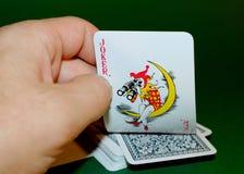 Ο πλακατζής σε μια γέφυρα των καρτών Στοκ φωτογραφία με δικαίωμα ελεύθερης χρήσης