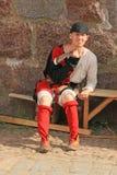 Ο δράστης στο μεσαιωνικό κοστούμι Στοκ φωτογραφίες με δικαίωμα ελεύθερης χρήσης