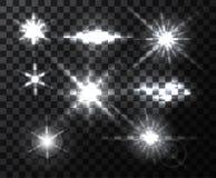 Ο ρεαλιστικός φωτεινός φακός καίγεται τις ακτίνες και τις λάμψεις στο διαφανές σκηνικό Στοκ φωτογραφία με δικαίωμα ελεύθερης χρήσης