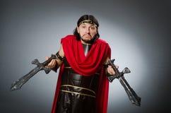 Ο ρωμαϊκός πολεμιστής με το ξίφος στο κλίμα στοκ εικόνες με δικαίωμα ελεύθερης χρήσης