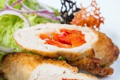 Ο ρόλος κρέατος γέμισε το κόκκινο πιπέρι και τα λαχανικά Στοκ φωτογραφίες με δικαίωμα ελεύθερης χρήσης