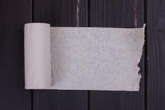 Ο ρόλος του γκρίζου χαρτιού τουαλέτας Στοκ φωτογραφία με δικαίωμα ελεύθερης χρήσης