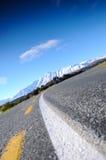 Ο δρόμος Emply στην ηλιόλουστη ημέρα στον παράδεισο τοποθετεί, νότια Νέα Ζηλανδία/λίμνη Tekapo Στοκ Φωτογραφίες