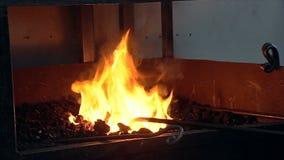 Ο σίδηρος σφυρηλατεί μέσα απόθεμα βίντεο