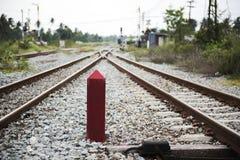 Ο σιδηρόδρομος πηγαίνει εμπρός να συνδέσει στοκ φωτογραφία