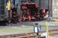 Ο σιδηρόδρομος κινηματογραφήσεων σε πρώτο πλάνο κυλά την ατμομηχανή ατμού Στοκ φωτογραφίες με δικαίωμα ελεύθερης χρήσης