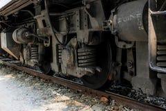 Ο σιδηρόδρομος κυλά το βαγόνι εμπορευμάτων παλαιό πίσω από τη ρόδα Στοκ φωτογραφία με δικαίωμα ελεύθερης χρήσης