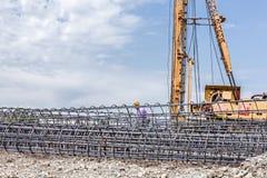 Ο σκελετός της ενίσχυσης του χάλυβα, armature, φραγμός στην κατασκευή κάθεται Στοκ εικόνες με δικαίωμα ελεύθερης χρήσης