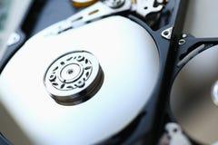 Ο σκληρός δίσκος από τον υπολογιστή ή το lap-top βρίσκεται στον πίνακα Στοκ Εικόνες
