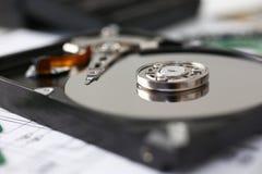 Ο σκληρός δίσκος από τον υπολογιστή ή το lap-top βρίσκεται στον πίνακα Στοκ Εικόνα
