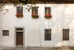 17ο σπίτι ρολογιών φρουράς αιώνα στο προαύλιο του Σάλτζμπουργκ Castle Στοκ Εικόνα