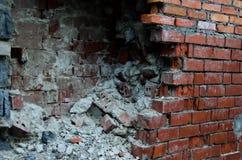 Ο σπασμένος τοίχος των τούβλων Στοκ εικόνες με δικαίωμα ελεύθερης χρήσης