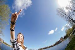 Ο σπουδαστής παρουσιάζει με ένα δάχτυλο μπροστινό Στοκ εικόνα με δικαίωμα ελεύθερης χρήσης