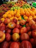 Ο στάβλος φρούτων και λαχανικών σε μετρητά μετρό & φέρνει την υπεραγορά Στοκ Εικόνες
