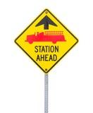 Ο σταθμός πυρκαγιάς υπογράφει μπροστά. Στοκ Φωτογραφία