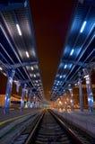 Ο σταθμός τρένου τη νύχτα Στοκ εικόνα με δικαίωμα ελεύθερης χρήσης