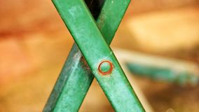 Ο σταυρός είναι ένα σύμβολο ενός τύπου επιτραπέζιου ποδιού στοκ φωτογραφία με δικαίωμα ελεύθερης χρήσης