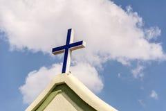 Ο σταυρός στο μέτωπο μιας εκκλησίας στοκ φωτογραφίες