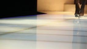 Ο στενός διάδρομος παρουσιάζει απόθεμα βίντεο