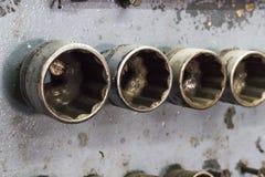 Ο στενός shotClose-επάνω πυροβολισμός του κατσαβιδιού στην παραδοσιακή κοντή κινηματογράφηση σε πρώτο πλάνο καταστημάτων επισκευή Στοκ Φωτογραφίες