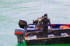 Ο στρατιώτης στη βάρκα στον ποταμό με το διάστημα αντιγράφων προσθέτει το κείμενο Στοκ Εικόνα