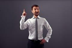 Ο συγκινημένος επιχειρηματίας έχει μια ιδέα Στοκ φωτογραφία με δικαίωμα ελεύθερης χρήσης